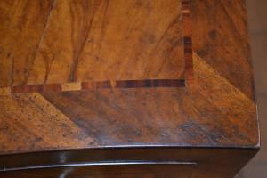 Comò radicato in legno di ulivo e noce ART COM 03