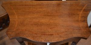 Consolle sagomata lastronata in legno di noce ART  INGR 02