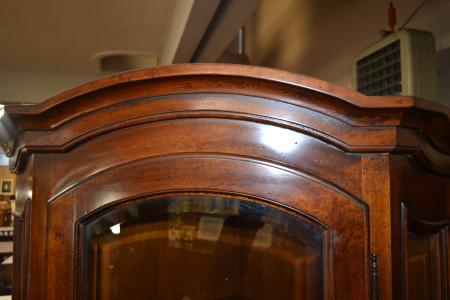 Vetrina ad angolo con 1 porta in vetro e cassetto sagomato in acero ART ANG 06