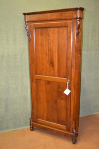 Mobile ad angolo con porta in noce massello ART ANG 24