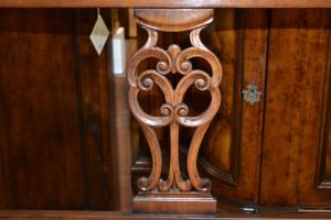 Divanetto traforato a 2 posti in legno di noce massello ART DIV 12