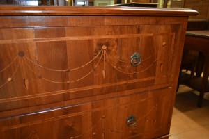 Comoncino con pendagli in legno antico ART COM 26