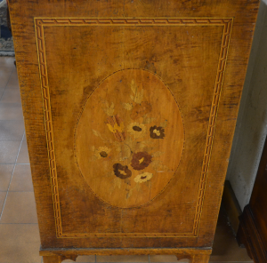 Comò intarsiato in legno antico ART COM 23