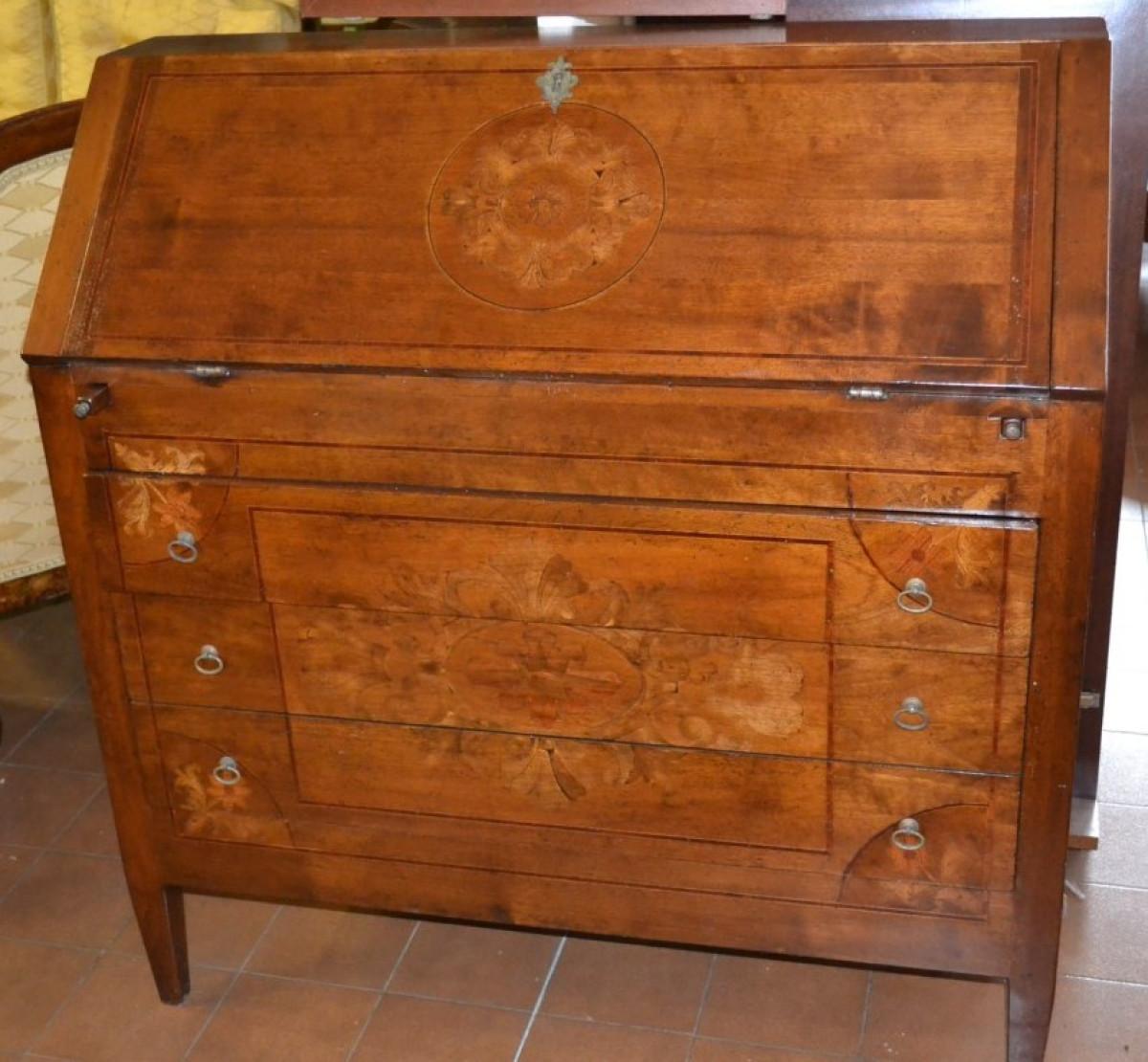 Bureau in legno di noce massello intarsiato ART BUR 12