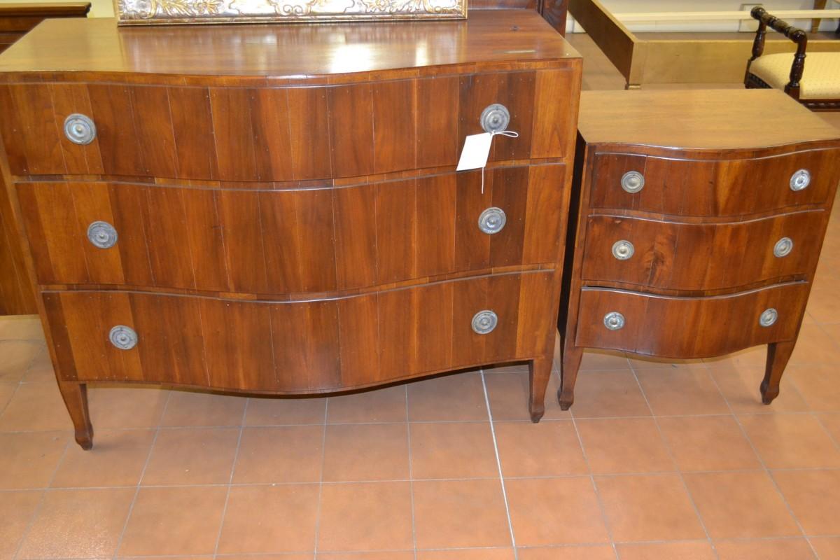 Com e comodini lastronati in legno antico livio for Mobili vecchi in vendita
