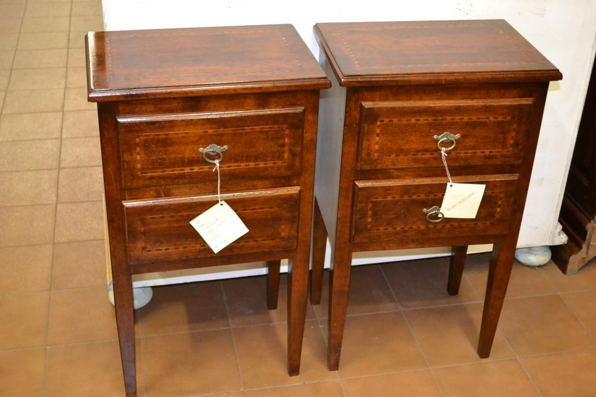 Comodini a due cassetti in legno di noce antico livio - Mobili d arte ...