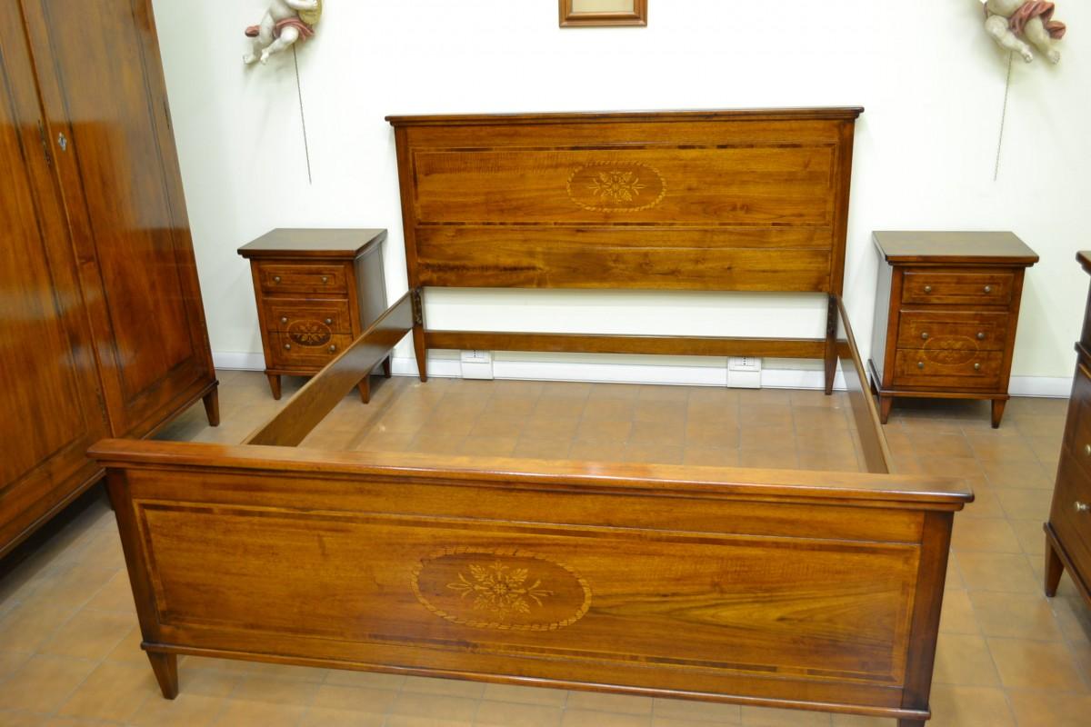 Letto in noce nazionale con intarsi livio bernardi mobili mobili d 39 arte artigianali in legno - Mobili noce nazionale ...