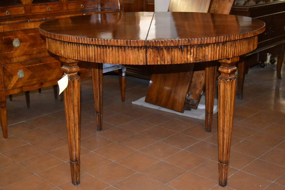 tavolo rotondo in legno vecchio livio bernardi mobili