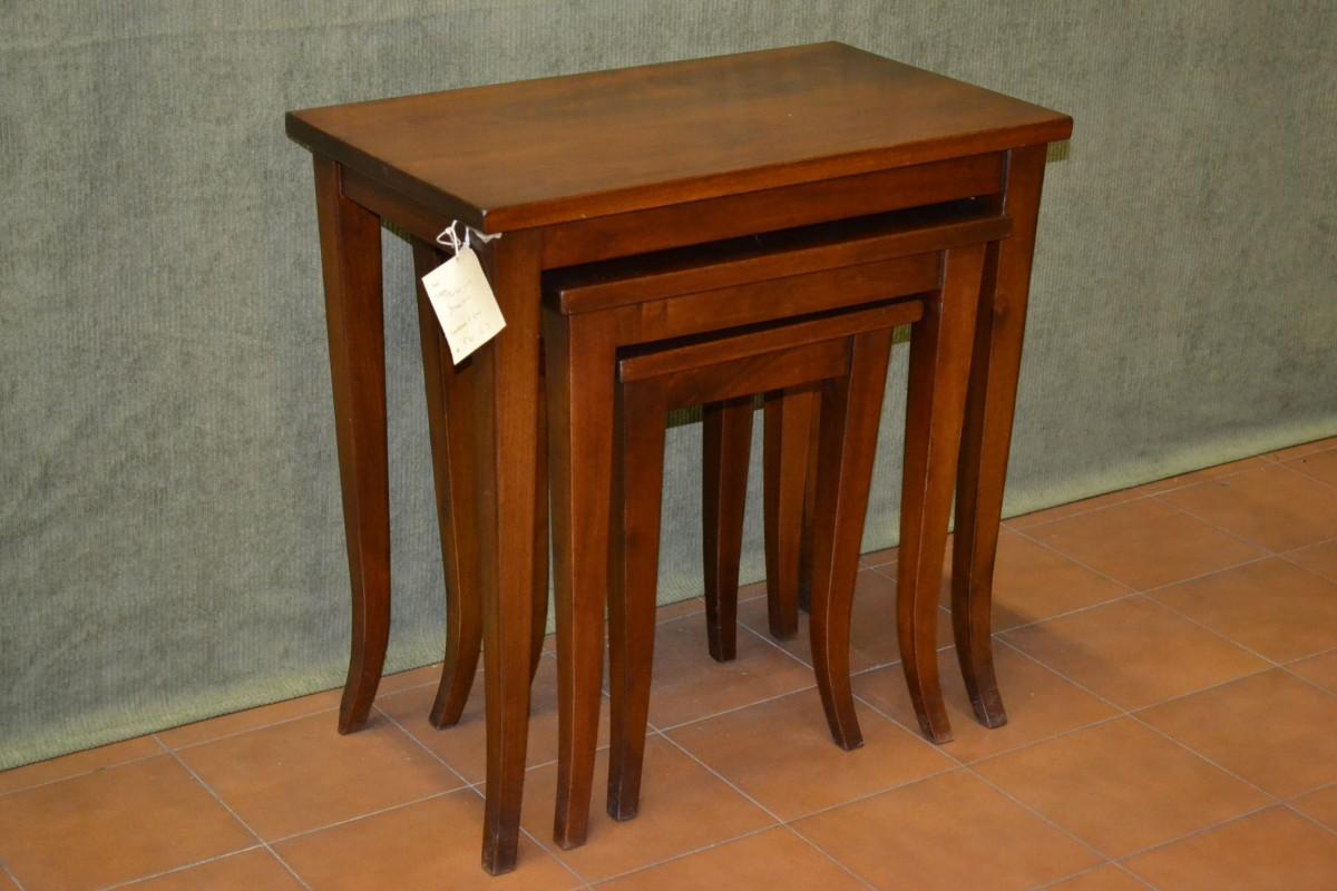 Tris di tavolini con gamba a sciabola livio bernardi - Tris di tavolini ...