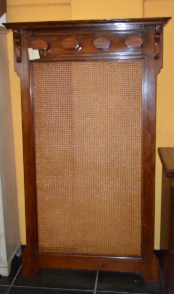 Wood coat hanger with back in Vienna straw