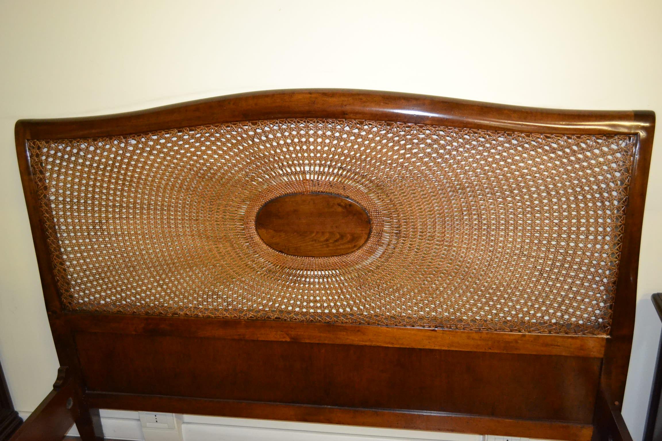 Letto vienna con rosone livio bernardi mobili mobili d 39 arte artigianali in legno - Letto di paglia ...