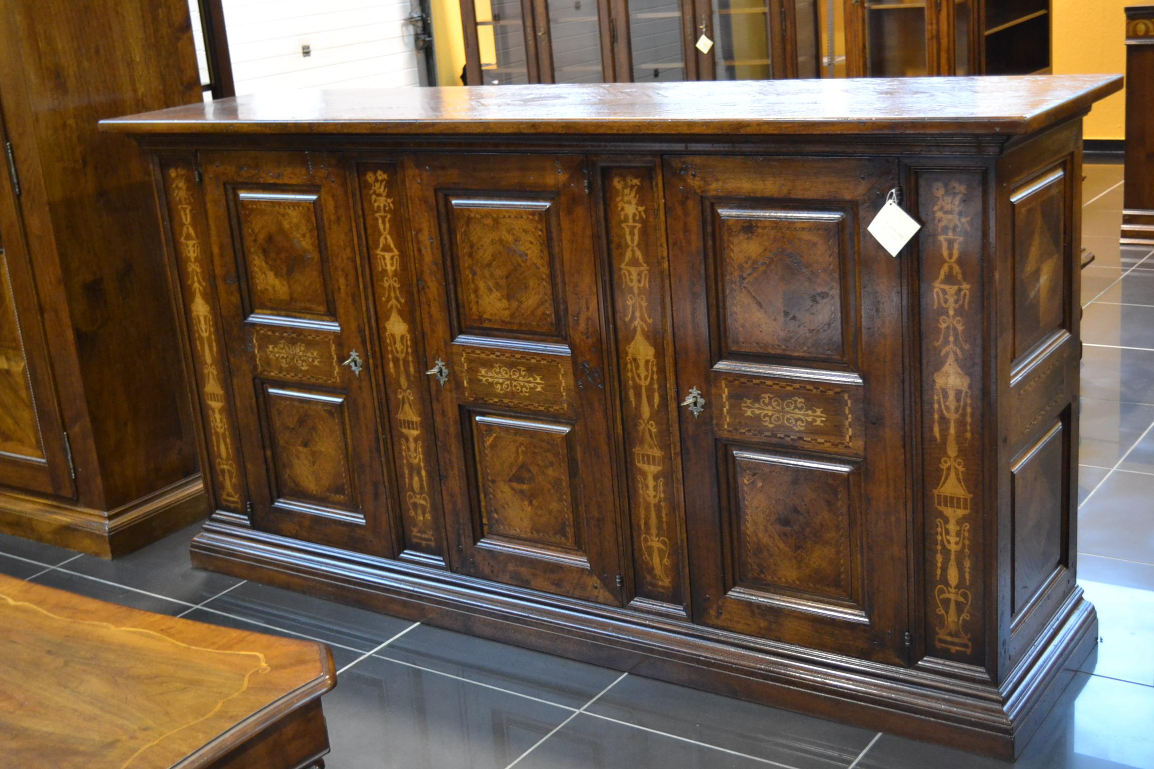 Credenza Con Intarsi : Credenza a porte con intarsi livio bernardi mobili d