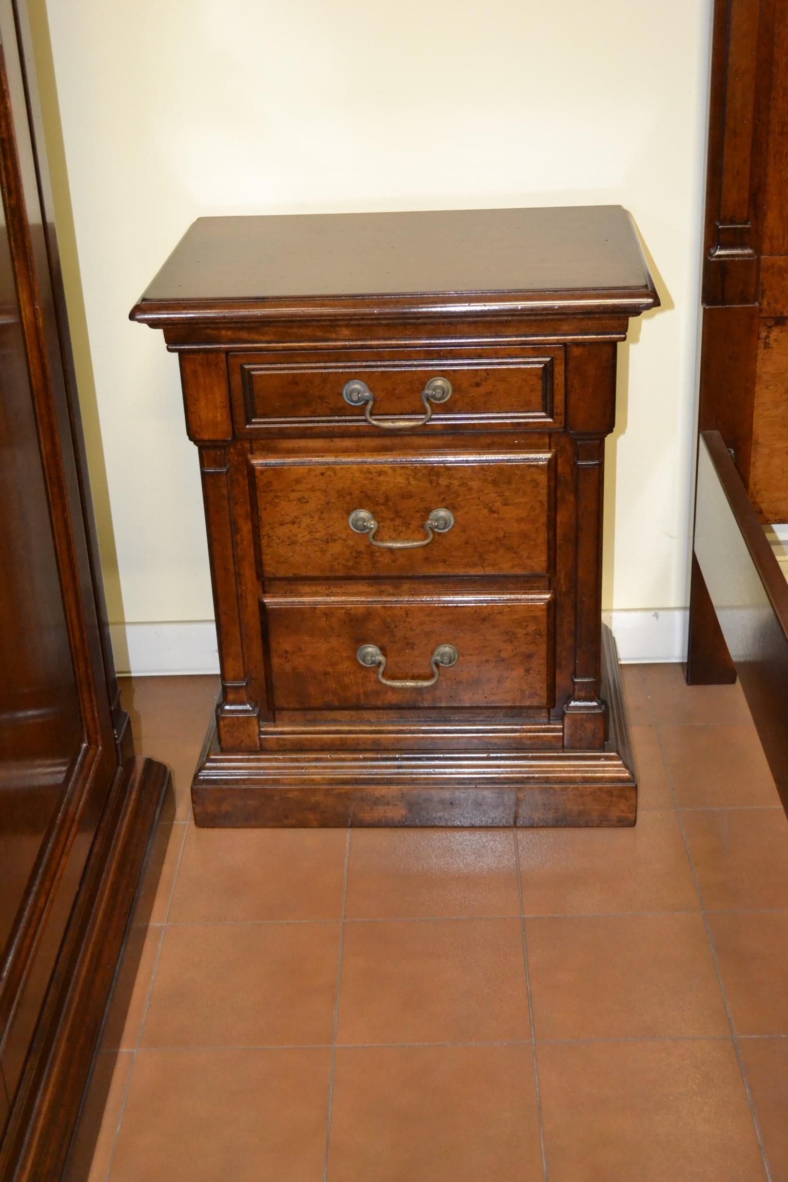 Gruppo di com e comodini con specchio livio bernardi mobili mobili d 39 arte artigianali in legno - Comodini a specchio ...